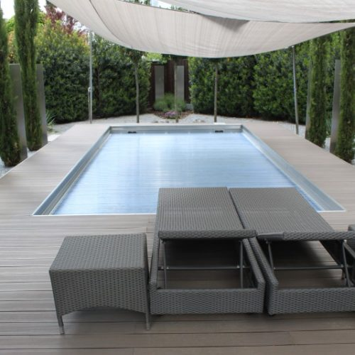Pool mit geschlossener Roll-Abdeckung
