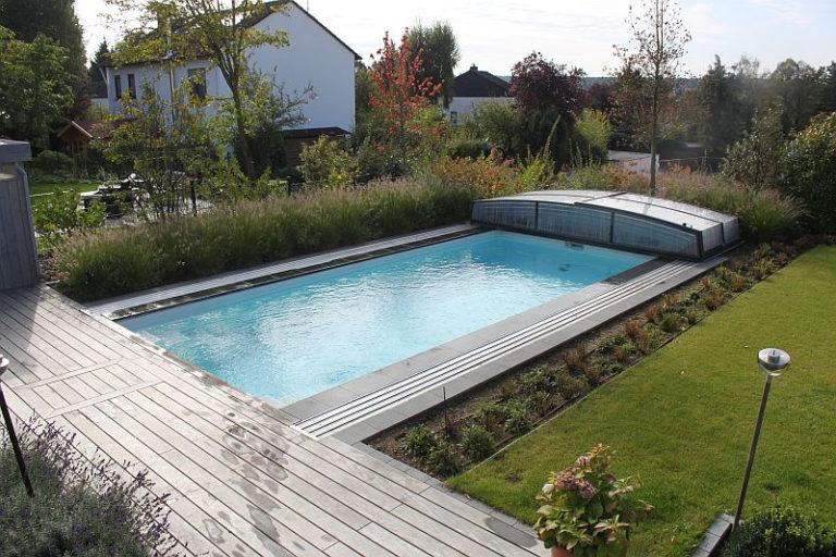 Fertigbecken im Garten von Pro Pool