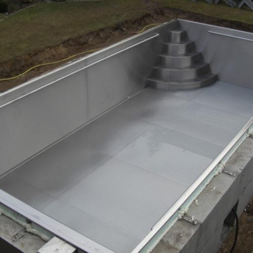 Bau eines Pools mit Edelstahlbecken von Pro Pool
