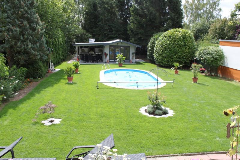 Pool mit Stahlwandbecken im Garten