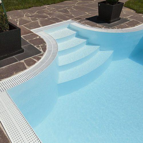 pool mit individueller Treppe