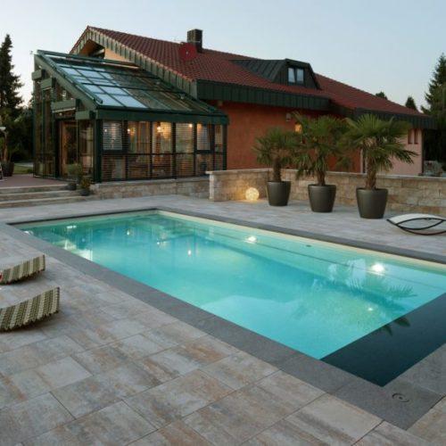 Schwimmbeckenbau Dreiech, beleuchteter Pool