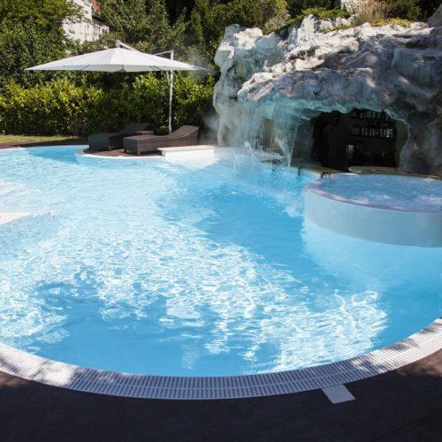 Poolbau Frankfurt, Wasserfall Pool