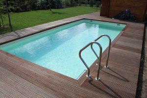 Pool mit Holzumrahmung Frankfurt