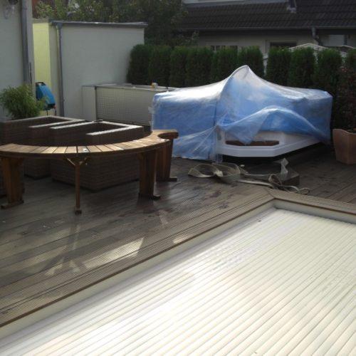 Abgedeckter Whirlpool von Pro Pool auf einer Terrasse