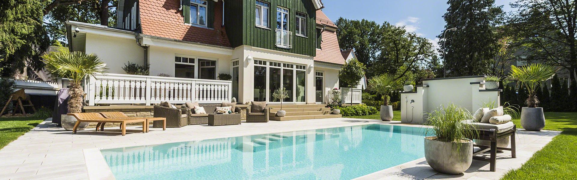 Villa mit Pool von Pro Pool im Garten
